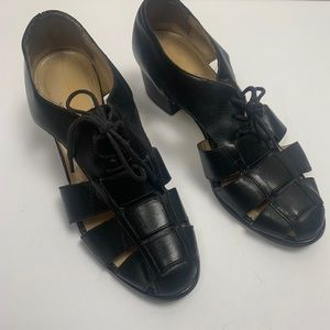 PAZZO LEATHER HEELS WITH CUTOUTS